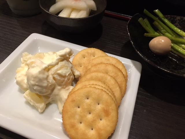 パイナップルとクリーミチーズ クラッカー添え
